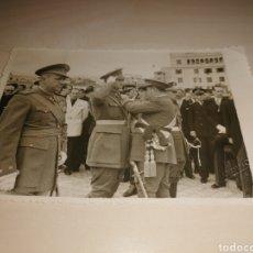 Militaria: ANTIGUA FOTO CONDECORACIONES MILITARES - FOTO GARRIGA - TENERIFE. Lote 207025552