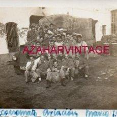 Militaria: SEVILLA, 1951, SOLDADOS EN ECONOMATO DE AVIACION, 88X64 MM. Lote 207026716