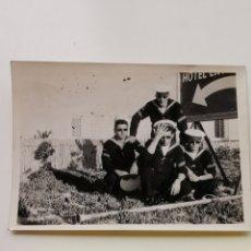 Militaria: FOTOGRAFÍA DE MARINOS DEL SUBMARINO S-22. ESPAÑA DE 1960S. Lote 207029881