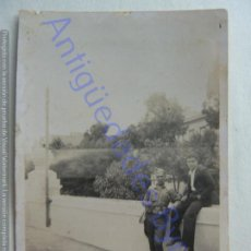 Militaria: FOTOGRAFÍA ANTIGUA. MILITAR Y PAISANO. (8,5 X 6 CM). Lote 207077932