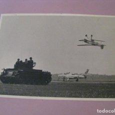Militaria: FOTO DEL AVION CAZABOMBARDERO F-84F LUFTWAFFE, BIPLANO BÜCKER BÜ 131 ACROBACIAS, ALEMANIA AÑOS 60.. Lote 210423482