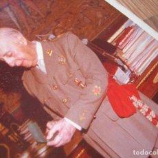 Militaria: CURIOSA FOTO DEL CAUDILLO GENERALISIMO FRANCO EN UNA AUDIENCIA EN EL PARDO. GRAN FORMATO.. Lote 210522940