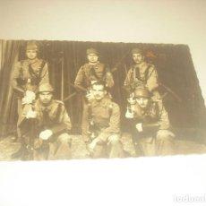 Militaria: ANTIGUA FOTO DE MILITARES ESCRITA EN GERONA 1944.. Lote 210641624