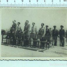Militaria: FOTOGRAFÍA MILITAR . ACTO DE OFICIALES , ALGUNOS CON ZAHARIANAS. Lote 211603019