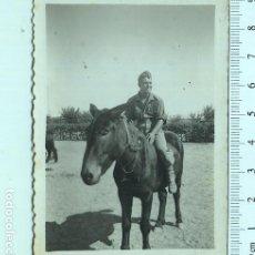 Militaria: FOTOGRAFÍA SOLDADO MONTADO EN UN BURRO. Lote 211610006