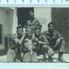 Militaria: FOTOGRAFÍA RECUERDO DE LA MILI. SOLDADOS ARTILLERIA .AÑO 1955. Lote 211610284