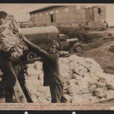 Militaria: MARCA FOTOGRAFIA DE R D Y -BARCELONA- TROPAS ALEMANAS AVANZANDO SOBRE U,SOVIETICA- MIDE: 24 X 18 C.M. Lote 211645228
