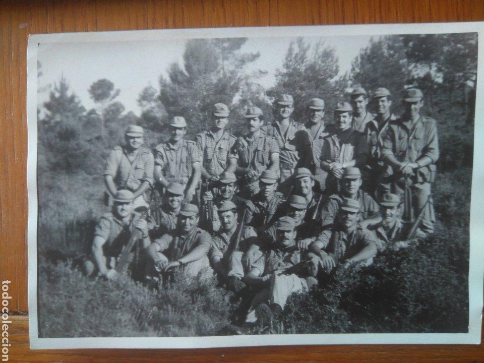 GRUPO DE SOLDADOS MANIOBRAS MONTAÑA AÑOS 70 ALICANTE . 11*15 CM (Militar - Fotografía Militar - Otros)