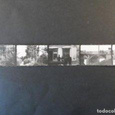Militaria: PEQUEÑA TIRA LA WEHRMACHT EN RUSIA. 5 FOTOS. TUMBAS ALEMANAS,PUENTE Y PUEBLOS. AÑOS 1941-44. Lote 211751346