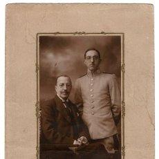 Militaria: FOTOGRAFÍA OFICIAL DE CABALLERÍA REG. DEL REY. DEDICATORIA REAL SITIO DE SAN IDELFONSO 1919.- 17X27. Lote 211824615