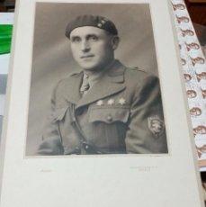 Militaria: FOTO 33,5X23 CM OFICIAL FRECCE NERE ESTUDIO ARJONA SEVILLA 1937 GUERRA CIVIL. Lote 212381811