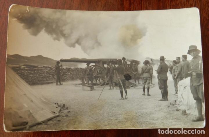 FOTO POSTAL DE BOMBARDEO DE ARTILLERIA, 1921 APROXIMADAMENTE, GUERRA DEL RIF, MIDE 13,8 X 9 CMS. (Militar - Fotografía Militar - Otros)