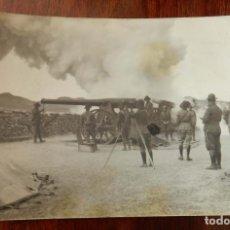 Militaria: FOTO POSTAL DE BOMBARDEO DE ARTILLERIA, 1921 APROXIMADAMENTE, GUERRA DEL RIF, MIDE 13,8 X 9 CMS.. Lote 212496650