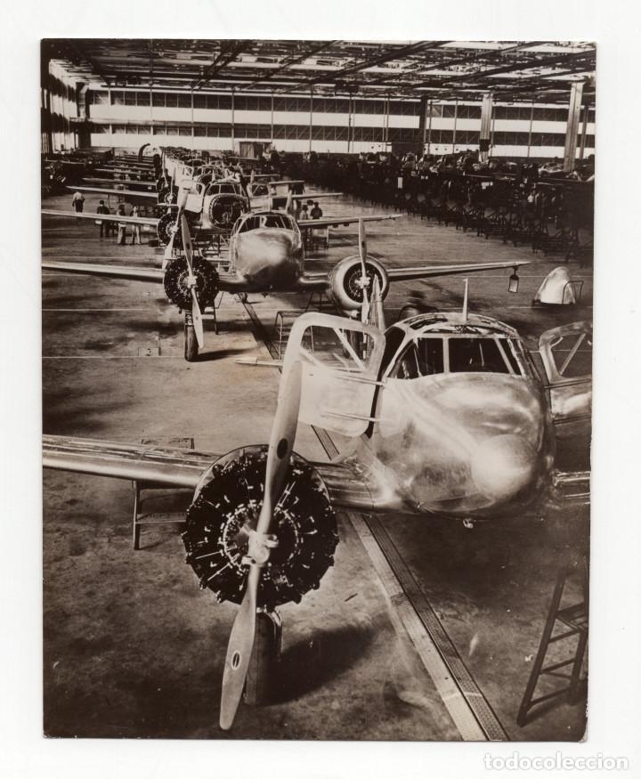 AVIACIÓN.- FÁBRICA SECRETA DE AVIONES.AERONÁUTICAS AMERICANAS.AVIONES ESCUELA CURTISS. 14X11. (Militar - Fotografía Militar - II Guerra Mundial)