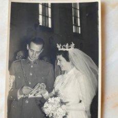 Militaria: ANTIGUA FOTO BODA MILITAR NOVIA ANILLOS CORONA ENLACE FOTO FEDE 1956 BURGOS 13,4X8,4 CM. Lote 213812031