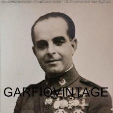 Militaria: POSTAL FOTOGRAFICA DEL GENERAL VARELA CON TODAS SUS CONDECORACIONES, 9X14 CMS. Lote 214296780