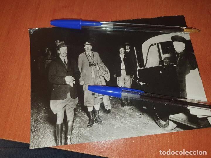 EL REY ALFONSO XIII Y LOS DUQUES LODKOWITZ Y THURN-TAXIS EN BAD-KONIGSWART, FOTO DE PRENSA (Militar - Fotografía Militar - Otros)