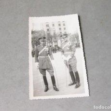 Militaria: FOTOGRAFÍA DEL COMANDANTE ENRIQUE ICHASO CON UN COMPAÑERO DE LA DIVISIÓN AZUL. Lote 218062438