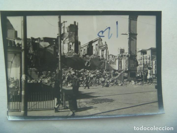 GUERRA CIVIL : FOTO DE CIUDAD BOMBARDEADA , AL FONDO HAY RESTO DE PINTADA ¨. HP ¨ (Militar - Fotografía Militar - Guerra Civil Española)