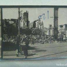 Militaria: GUERRA CIVIL : FOTO DE CIUDAD BOMBARDEADA , AL FONDO HAY RESTO DE PINTADA ¨. HP ¨. Lote 218194671