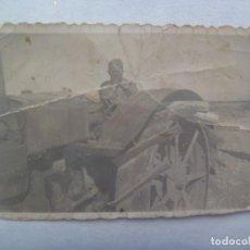 Militaria: GUERRA CIVIL : PEQUEÑA FOTO DE MILITAR EN UN TRACTOR O SIMILAR. Lote 218235601