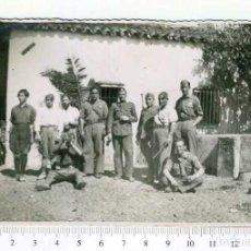 Militaria: FOTOGRAFIA . GRUPO DE MILITARES, GUERRA CIVIL O POSGUERRA. Lote 218315668