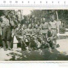 Militaria: FOTOGRAFIA . GRUPO DE MILITARES , GUERRA CIVIL O POSGUERRA CASA ESCUDER. Lote 218316032