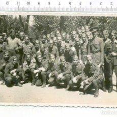 Militaria: FOTOGRAFIA . GRUPO DE MILITARES , GUERRA CIVIL O POSGUERRA CASA ESCUDER. Lote 218316078