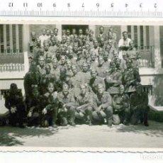 Militaria: FOTOGRAFIA . GRUPO DE MILITARES , GUERRA CIVIL O POSGUERRA CASA ESCUDER. Lote 218316211