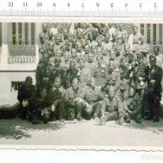 Militaria: FOTOGRAFIA . GRUPO DE MILITARES , GUERRA CIVIL O POSGUERRA MADRID HOSPITAL MILITAR CASA ESCUDER. Lote 218316281