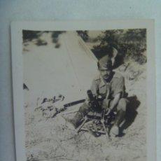Militaria: GUERRA CIVIL : FOTO DE MILITAR CON MORTERO. FRENTE DE CATALUÑA, SOBRE EL RIO SEGRE, 1938. Lote 218585766