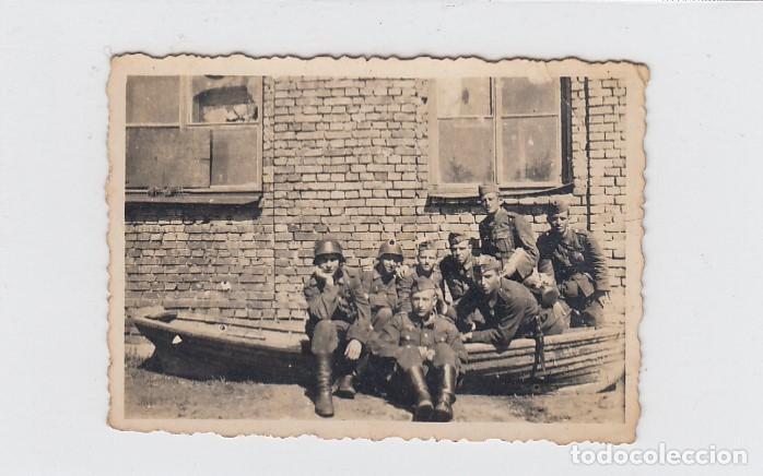FOTOGRAFÍA DE SOLDADOS DE LA DIVISIÓN AZUL EN RUSIA. FECHADA EN 1943. TAMAÑO: 83 X 58 MM. (Militar - Fotografía Militar - II Guerra Mundial)