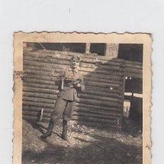 Militaria: FOTOGRAFÍA DE UN SOLDADO DE LA DIVISIÓN AZUL. TAMAÑO: 83 X 58 MM. FOTOGRAFIA ROS. CEUTA.. Lote 218612008