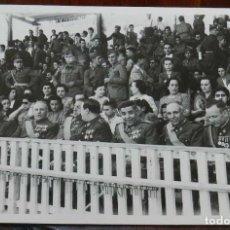 Militaria: FOTOGRAFIA DE OFICIALES, EN PRIMER TERMINO OFICIAL CONDECORADO CON LA CRUZ DE HIERRO, FOTO CAIRO, VA. Lote 218935986