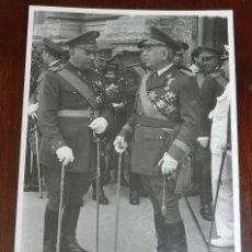 Militaria: FOTOGRAFIA DE GENERAL CON BASTON DE MANDO MUY CONDECORADO, FOTO CAIRO, VALENCIA, MIDE 18 X 13 CMS.. Lote 218936150