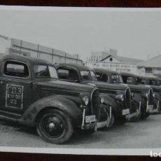 Militaria: FOTOGRAFIA DEL PATIO INTERIOR DEL CUARTEL AUTOMOVILES DE ALICANTE AÑO 1942, SECCION DE TRANSPORTES,. Lote 218936370