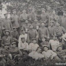 Militaria: GRUPPE DE SOLDADOS IMPERIALES ALEMANES CONDECORADOR EN EL CAMPO. II REICH. AÑOS 1914-18. Lote 219310148