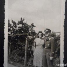 Militaria: PILOTO DE LA LUFTWAFFE BOMBARDEO EN PICADO CON SU ESPOSA. III REICH. VERANO DEL 1943. Lote 219690517