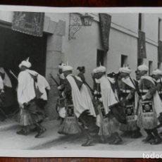Militaria: FOTOGRAFIA DE UNA COMPAÑIA DE LA GUARDIA MORA, EL 4 DE OCTUBRE 1942, EN EL PARDO, DURANTE LA FIESTA. Lote 220282047