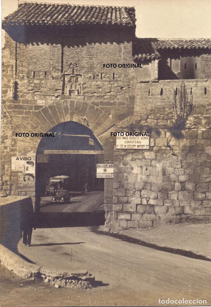 PUERTA ENTRADA DAROCA(ZARAGOZA) INDICACION CRUZ ROJA ITALIANA CTV MARZO 1938 GUERRA CIVIL (Militar - Fotografía Militar - Guerra Civil Española)