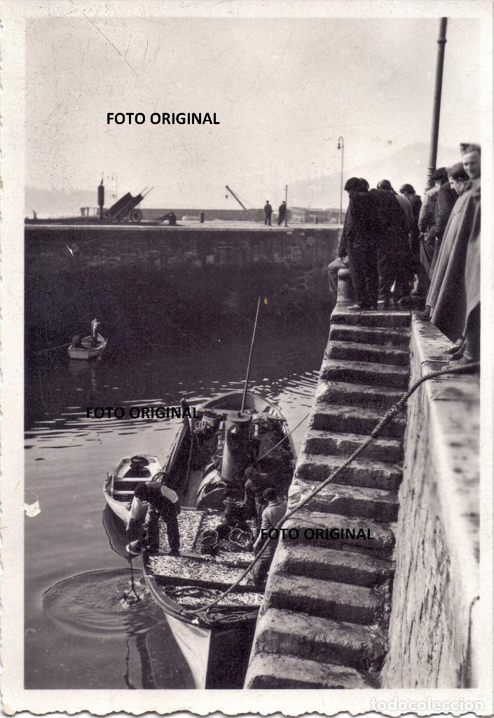 LLEGADA BARCA PESQUERA SAN SEBASTIAN FRENTE SOLDADOS PLENA GUERRA CIVIL (Militar - Fotografía Militar - Guerra Civil Española)