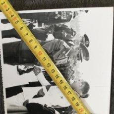 Militaria: LOTE DE FOTOGRAFÍAS DE FRANCO INAUGURANDO EL AEROPUERTO DE ASTURIAS AÑO 1968. Lote 221460137