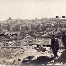 Militaria: OFICIALES CTV ITALIANOS DELANTE MURALLAS AVILA FANTASTICA FOTO GUERRA CIVIL. Lote 221749958