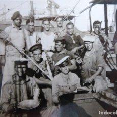 Militaria: FOTOGRAFÍA MARINEROS GUARDACOSTAS ARCILA. ARMADA 1938. Lote 221789895