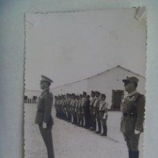 Militaria: LA LEGION : FOTO DE GENERAL Y OFICIALES, CORONEL MEDALLA MILITAR INDIVIDUAL. Lote 222201175