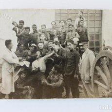 Militaria: FOTOGRAFIA MILITARES SIMULANDO, GUERRA AFRICA, MARCOS SALAS, FOTOGRAFO. Lote 222300861