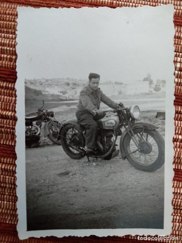 Militaria: FOTO Y NEGATIVO, FIN GUERRA CIVIL MOTOCICLETA..MAYO 1939 TOLEDO. - Foto 2 - 222692365