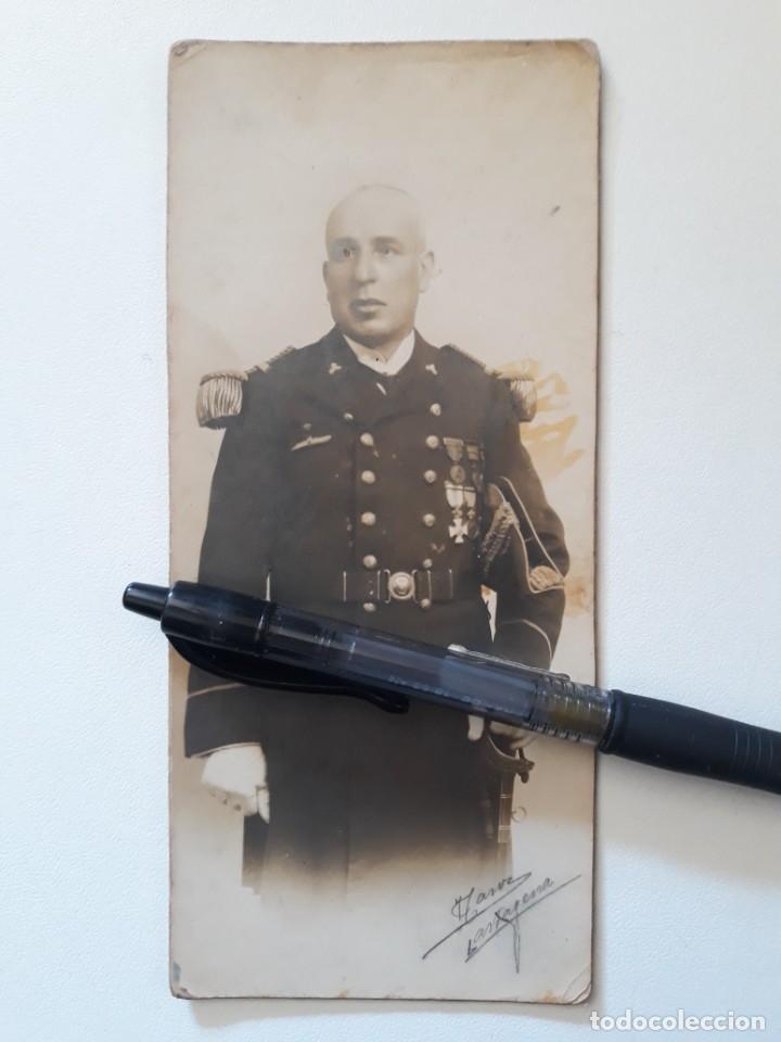 OFICIAL DEL CUERPO DE MAQUINAS DE LA ARMADA. EMBLEMA ESPECIALISTA SUBMARINOS. CARTAGENA,AÑOS 20-30 (Militar - Fotografía Militar - Otros)