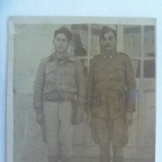Militaria: GUERRA CIVIL : FOTO DE DOS MILITARES NACIONALES , DE REGULARES Y SANIDAD. Lote 222942255