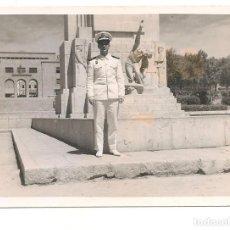 Militaria: OFICIAL DE MARINA ESPAÑOLA EN LOS AÑOS 40/50 CON INSIGNIA DEL SEU. Lote 223076650